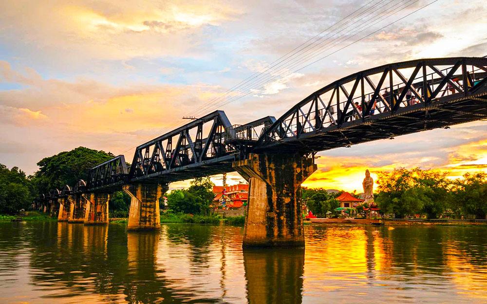 Puente Sobre el Río Kwai Kanchanaburi